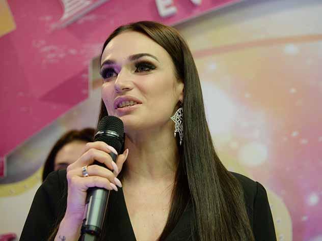 "Алена Водонаева о Тарасове, Бузовой и ""Мерседесе"""