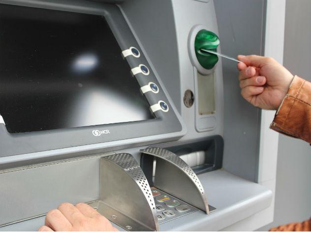 Блокировка банком денежных переводов — мошенничество