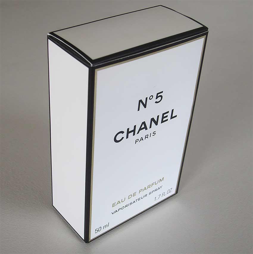 Коробка духов «CHANEL №5».