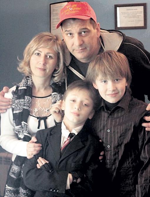 Бойко с женой Рамуне, сыном Максимом и его другом