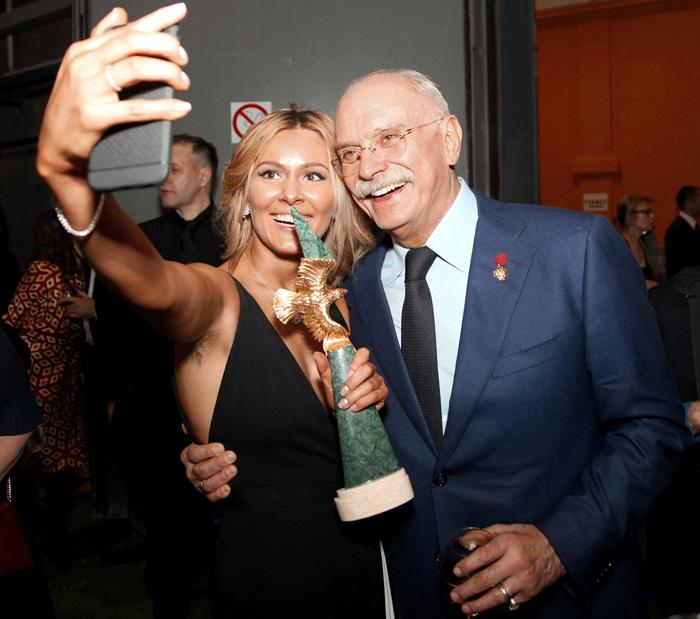 В мире кинематографа знают: с Михалковым лучше дружить (Никита Сергеевич на вручении «Золотого орла-2016» с Марией Кожевниковой)