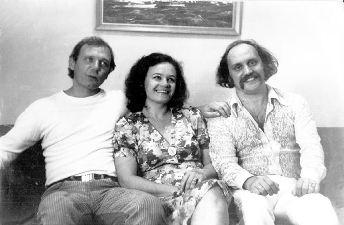 Братья Мулявины с первой женой Владимира Людмилой Кармальской, которая работала на эстраде в жанре художественного свиста