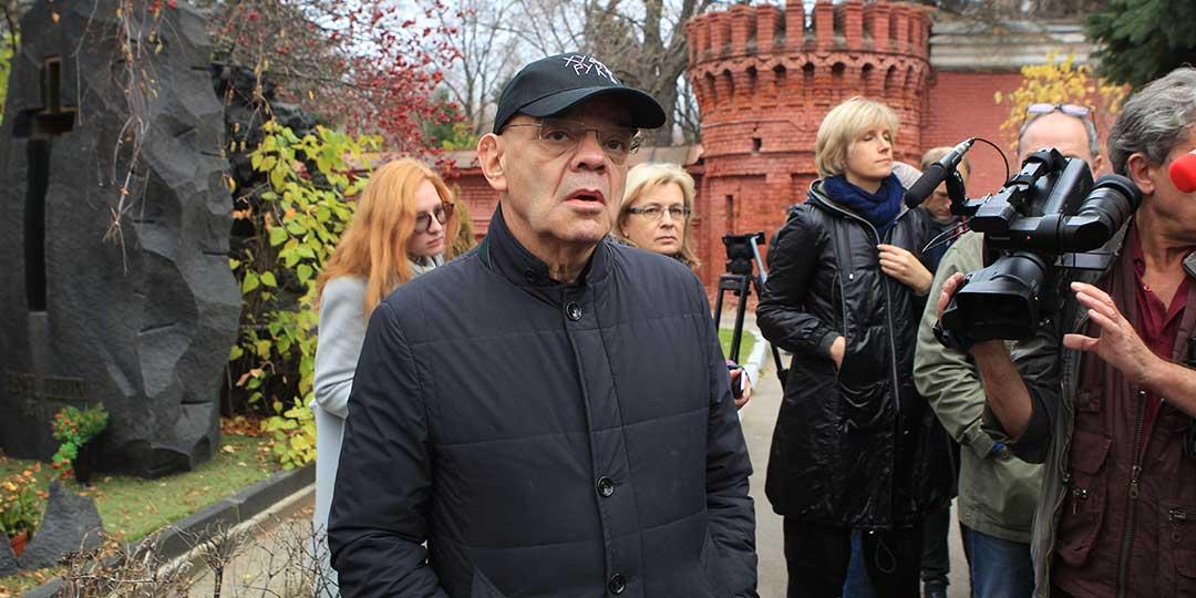 Труппа «Сатирикона» в день 80-летия театра пришла к могиле Аркадия Райкина