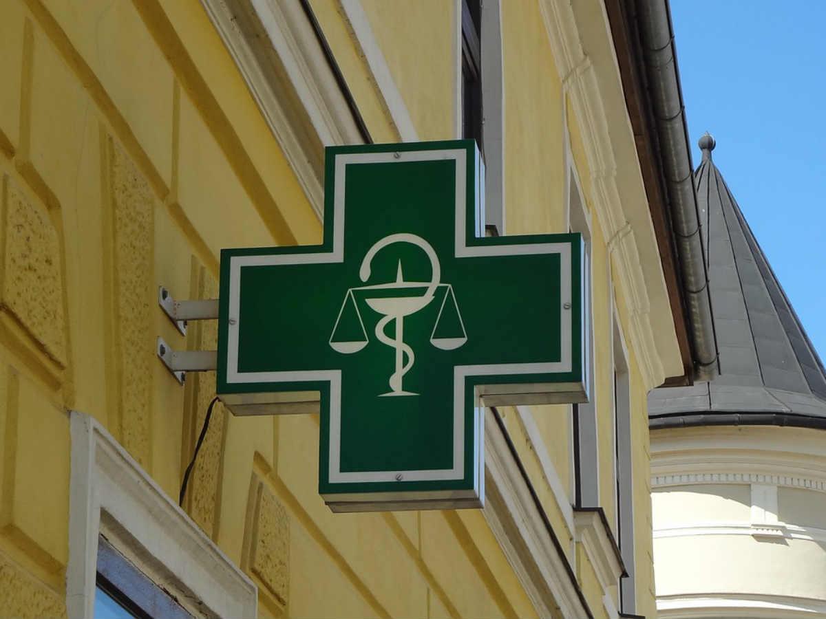 Видео: недовольная клиентка разгромила аптеку в Иркутске
