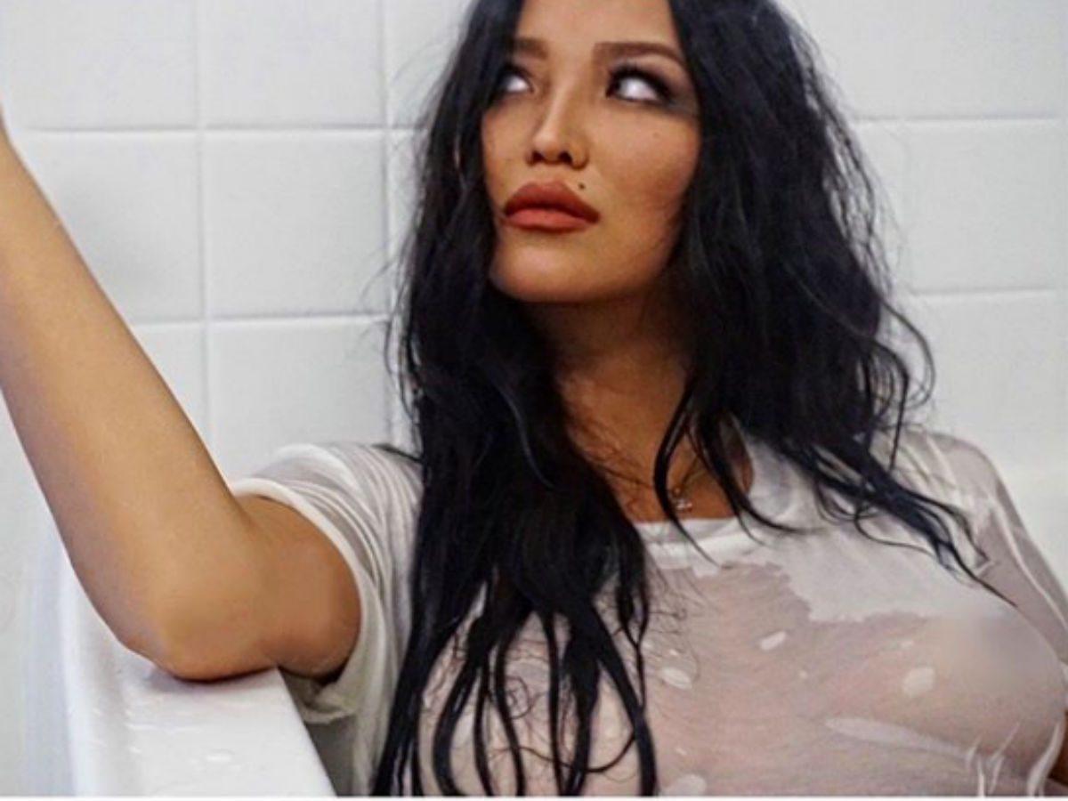 «У вас грудь сбежала»: молодая жена Цекало обескуражила снимком в крохотном бикини