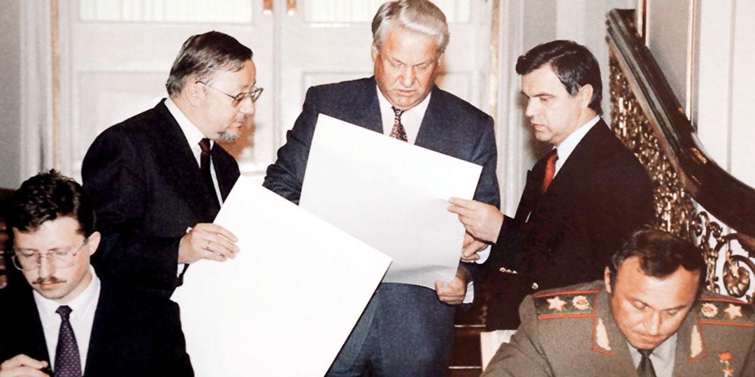 Буткявичус, Ландсбергис, Ельцин, Хасбулатов и Грачев, 8 сентября 1992 года. Подписывают график срочного вывода из Литвы пяти российских дивизий, чтобы на их место пришли натовские части