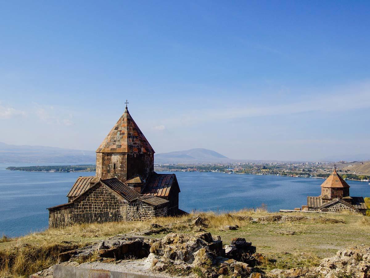 Женгялов хац, гата и бесконечное озеро Севан
