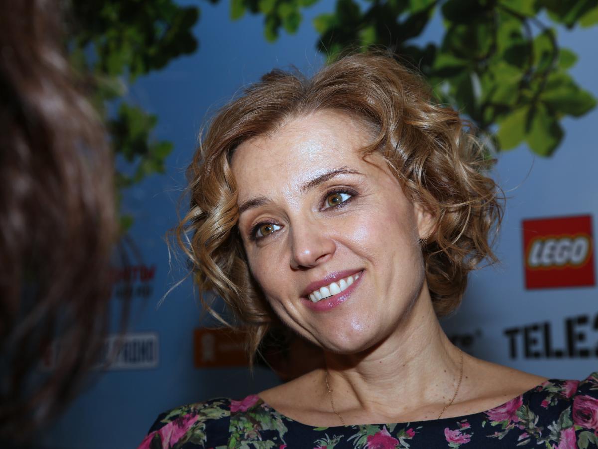 Пропала с экранов и занялась благотворительностью: как живет сейчас дочь Ирины Алферовой и Александра Абдулова Ксения