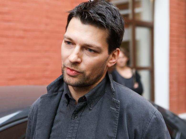 «Это сильный удар судьбы»: Даниил Страхов похоронил мать вслед за отцом
