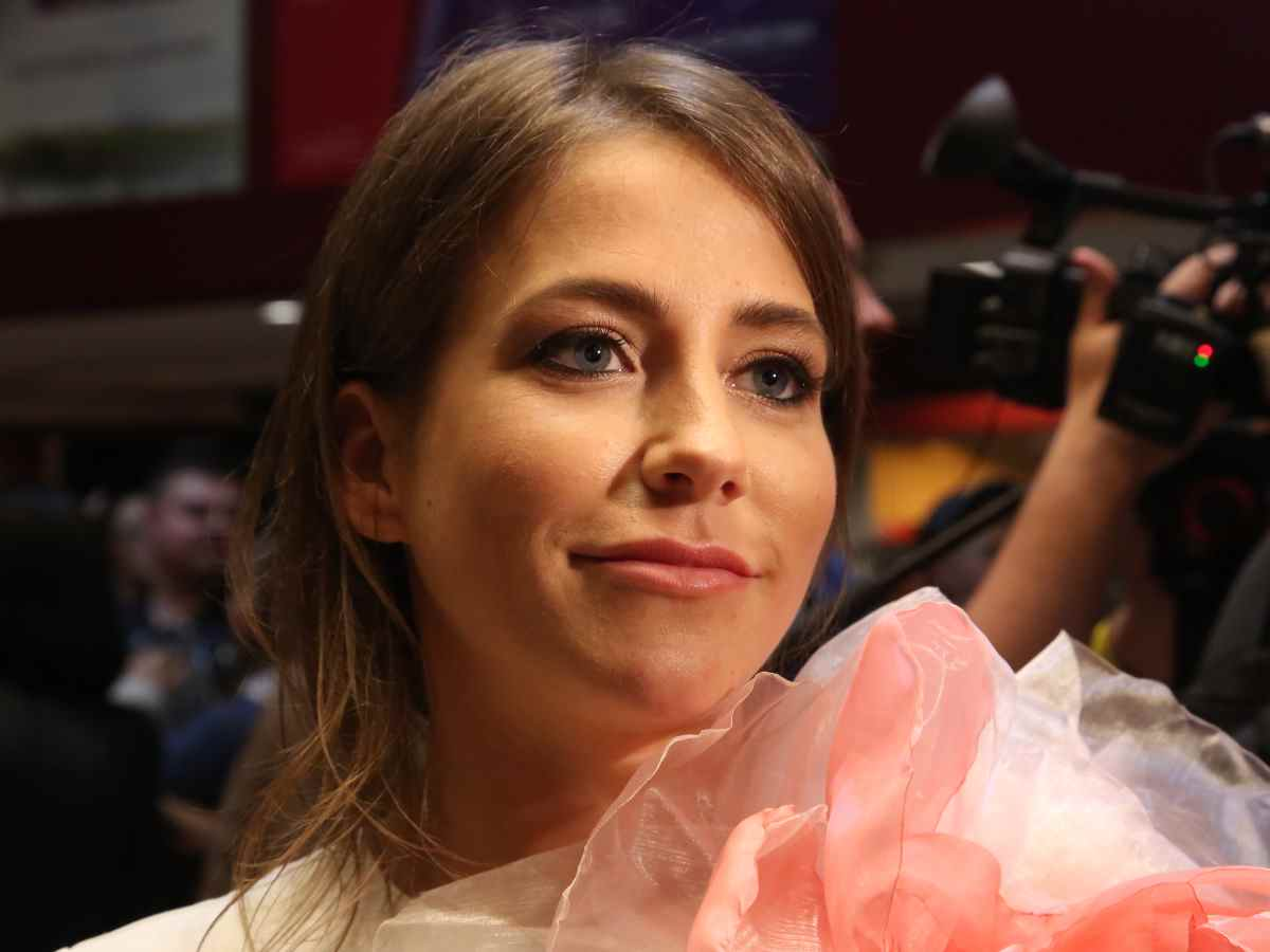 «Мне надо»: истосковавшуюся по ласкам Барановскую сняли с женатым мужчиной